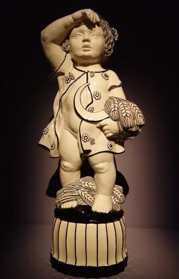 Michael Powolny. Eté, 1914-1915. Céramique à glaçure blanche et décor noir. Bel Etage, Wolfgang Bauer, Vienne.