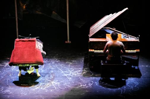 PageImage-363286-1752797-Traces_piano_fauteuilValerie_Remise